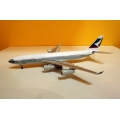 Cathay Pacific A340-200 - VR-HMS ~1/400